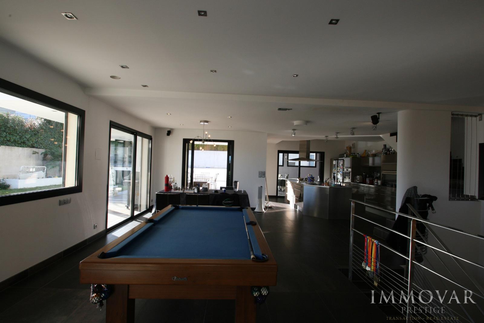 Vente tres belle maison moderne sur bandol for Maison tres moderne